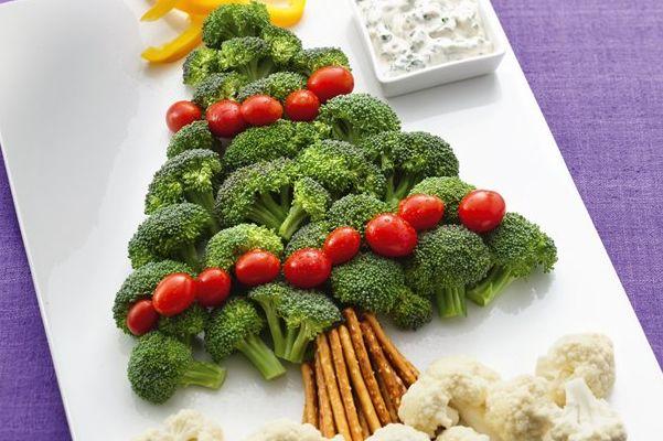 desenho de uma arvore de natal feita por legumes, como brocolis, couve-flor, tomates