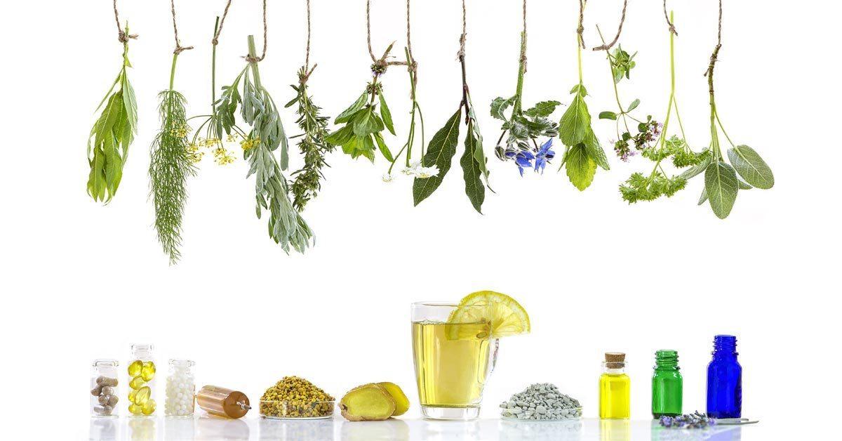diversos potes transparente, copos, alimentos, capsulas, folhas e flores nas cores amarela, verde e azul