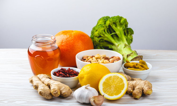 mesa com frutas, verduras e sementes
